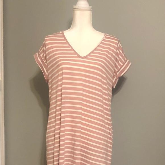 Entro Dresses & Skirts - Entro Maxi Dress - Short-Sleeve with Pockets